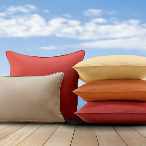 "17TW - 17"" Throw Pillows with welt"